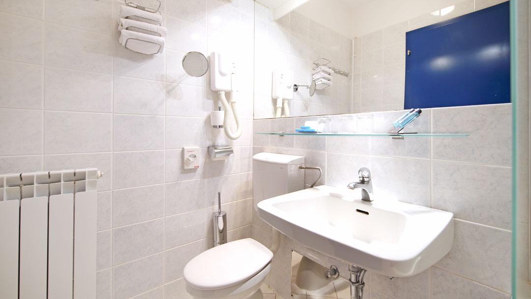 Histrion_bathroom